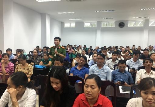Hơn 300 đoàn viên, CNLĐ được dự nghe tuyên truyền, phổ biến pháp luật