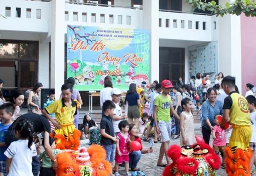 CĐ Trường CĐ Kinh tế Kế hoạch Đà Nẵng tổ chức Tết Trung thu cho các cháu.