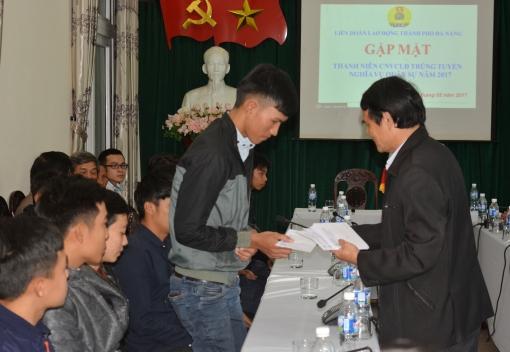Liên đoàn Lao động TP Đà Nẵng: Gặp mặt, tặng quà thanh niên CNVCLĐ thực hiện  NVQS 2017