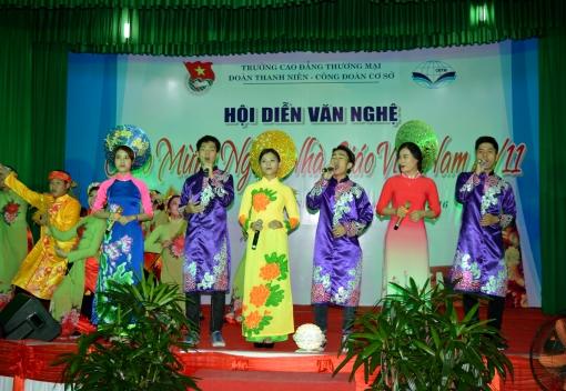 Trường Cao đẳng Thương mại: Hội diễn văn nghệ chào mừng Ngày nhà giáo Việt Nam 20/11