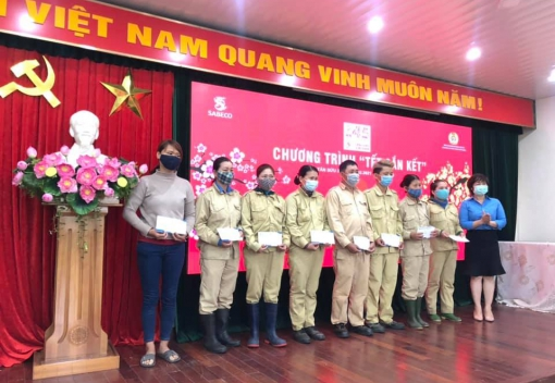 Tổng Công ty CP Bia – Rượu – Nước giải khát Sài Gòn trao quà cho đoàn viên, NLĐ khó khăn tại Đà Nẵng.