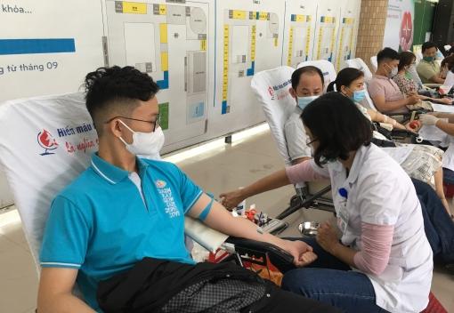 Hơn 500 cán bộ, đoàn viên ngành Giáo dục tham gia Ngày hội hiến máu