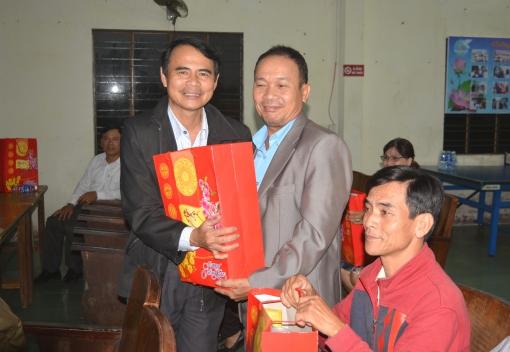Liên đoàn Lao động thành phố Đà Nẵng: gặp mặt, tặng quà cho Tổ trưởng các Tổ công nhân tự quản khu nhà trọ
