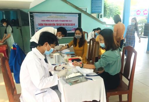 CĐCS Trường Tiểu học Trần Văn Dư tổ chức khám sức khỏe cho đoàn viên.