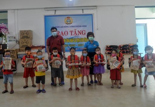 Tặng 100 cặp phao cứu sinh cho học sinh mầm non