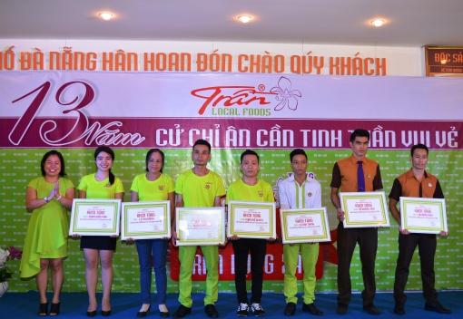 Công ty TNHH MTV Ẩm thực Trần kỷ niệm 13 năm thành lập & tặng quà học sinh nghèo, khen thưởng NLĐ