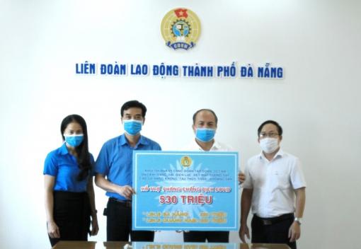 Khối thi đua 09 Công đoàn Tập đoàn, Tổng công ty NN trao hỗ trợ cho LĐLĐ thành phố.