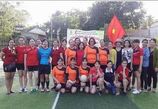 Trường Tiểu học số 1 Hòa Tiến tổ chức giải bóng đá giao lưu