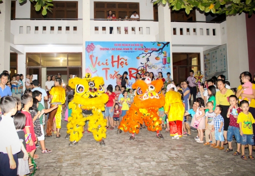 Công đoàn Trường Cao đẳng Kinh tế Kế hoạch Đà Nẵng tổ chức Tết Trung Thu cho các cháu thiếu nhi