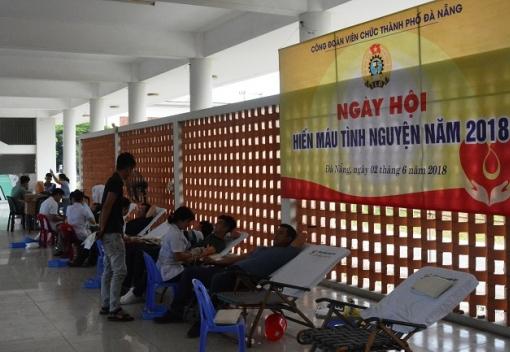 Hơn 500 CB, VC, NLĐ tham gia hiến máu tình nguyện