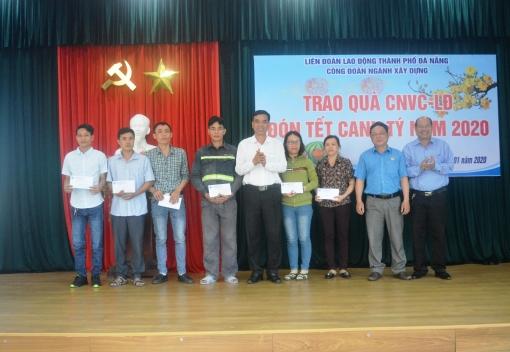 Xây dựng: Trao 80 suất quà cho đoàn viên, NLĐ nhân dịp Tết Canh Tý 2020