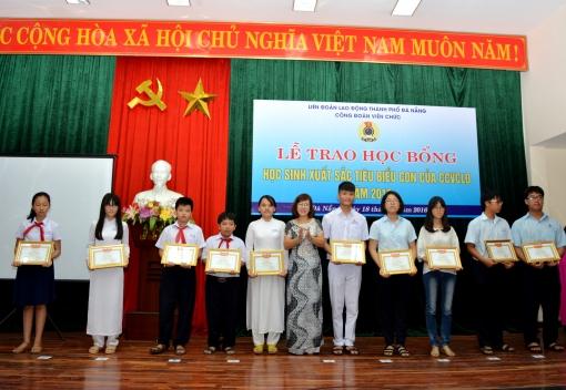 Công đoàn Viên chức thành phố Đà Nẵng tổ chức Lễ tuyên dương và trao học bổng cho học sinh xuất sắc tiêu biểu.