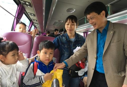 Chuyến xe Công đoàn đưa đoàn viên, người lao động về quê ăn Tết