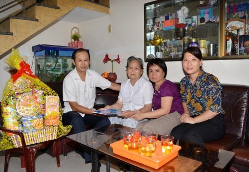 Đảng ủy LĐLĐ thành phố Đà Nẵng: Thăm, tặng quà Mẹ Việt Nam Anh hùng