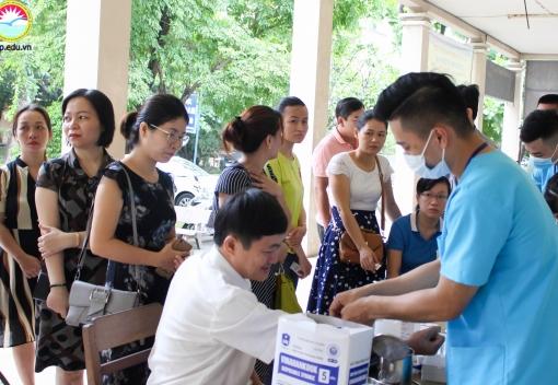 Trường CĐ Kinh tế Kế hoạch tổ chức khám sức khỏe định kỳ cho cán bộ, giảng viên