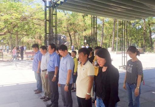 Trường CĐ Kinh tế - Kế hoạch Đà Nẵng dâng hương tưởng nhớ các anh hùng, liệt sỹ