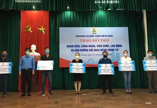 Trao tượng trưng 431 suất quà cho các CĐCS trực thuộc LĐLĐ thành phố