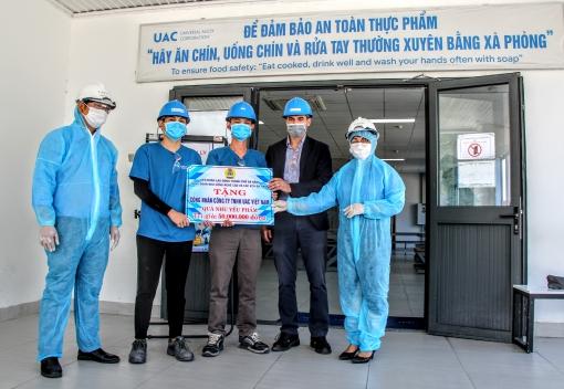 Thăm, tặng quà cho CNLĐ Công ty TNHH UAC Việt Nam