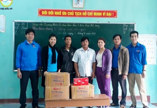 Thăm và tặng quà hỗ trợ đồng bào miền Trung bị thiệt hại sau bão