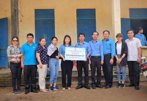 Gần 100 triệu đồng chia sẻ khó khăn cùng nhân dân xã Trà Leng