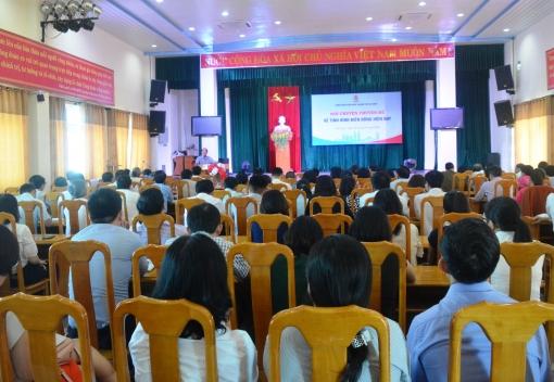 Công đoàn Viên chức tổ chức nói chuyện thời sự