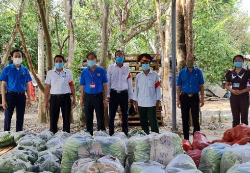 Hòa Vang: Tặng 4 tấn rau, củ, quả cho công nhân lao động