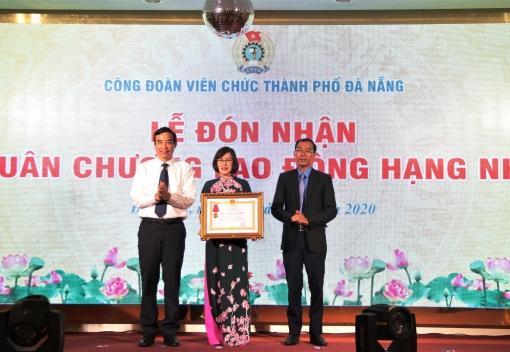 Công đoàn Viên chức đón nhận Huân chương Lao động hạng Nhì