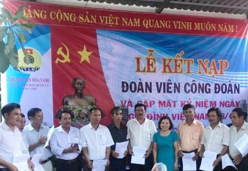 Hòa Vang: Công đoàn Ban quản lý các chợ kết nạp đoàn viên mới