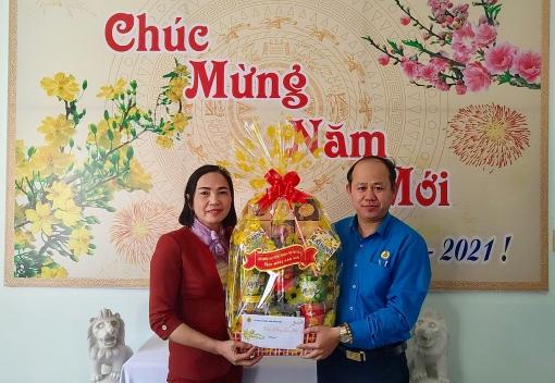 Thăm, tặng quà Trung tâm phụng dưỡng người có công cách mạng tỉnh Quảng Nam và TP. Đà Nẵng