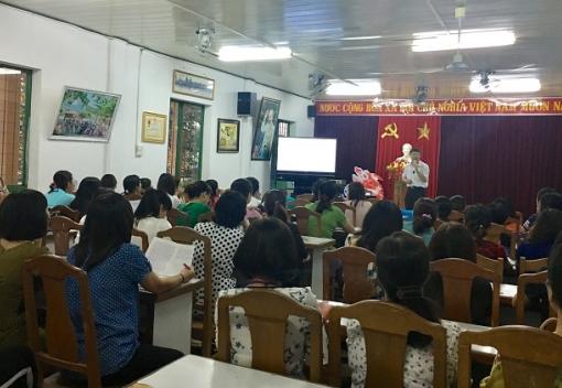 Cán bộ, giáo viên Trường Tiểu học Huỳnh Ngọc Huệ được cập nhật kiến thức pháp luật