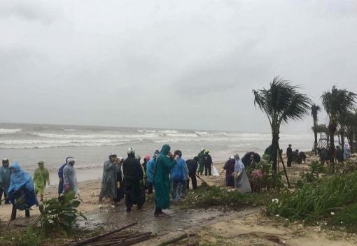 Cán bộ Công đoàn thành phố tổng ra quân khắc phục hậu quả do mưa bão,  chào đón Tuần lễ Cấp cao APEC
