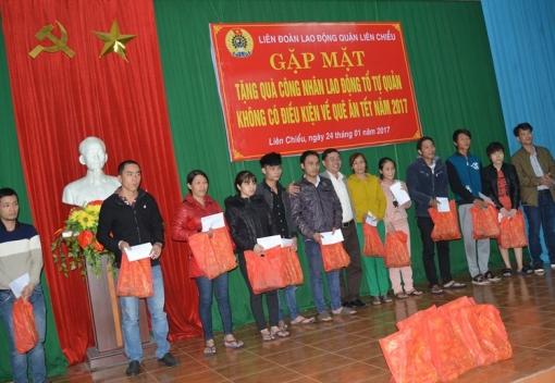 Liên đoàn Lao động quận Liên Chiểu gặp mặt, tặng quà CNLĐ không có điều kiện về quê ăn tết.