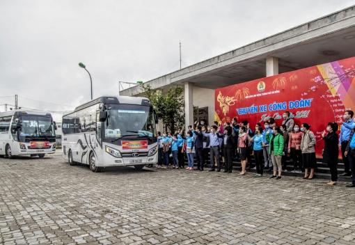 """""""Chuyến xe Công đoàn"""" đưa đoàn viên, NLĐ về quê đón Tết"""