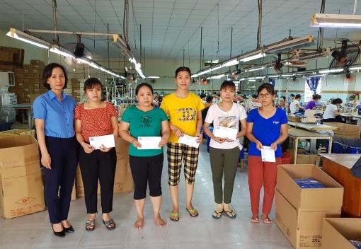 Ngũ Hành Sơn: Trao quà cho người lao động nhân Tháng Công nhân