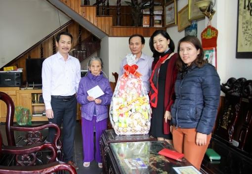 Công đoàn Trường Cao đẳng Kinh tế Kế hoạch Đà Nẵng thăm và chúc Tết Mẹ Việt Nam anh hùng nhân dịp Tết Mậu Tuất 2018