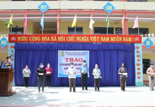 Trao quà cho đoàn viên, CNVCLĐ khó khăn tại quận Thanh Khê và Sơn Trà