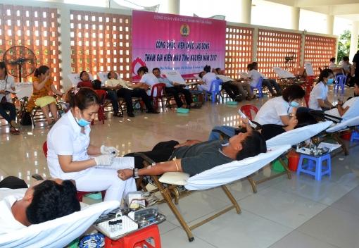 """Công đoàn Viên chức thành phố tổ chức """"Ngày hội hiến máu tình nguyện"""""""