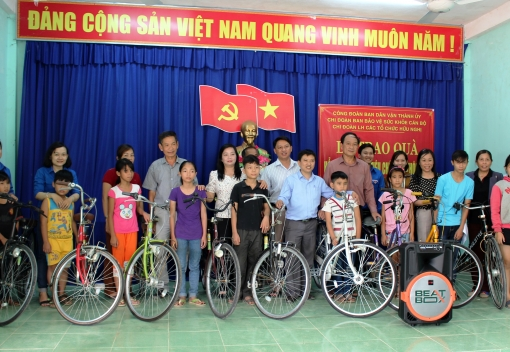Thăm, tặng quà nhân dân thôn Phò Nam & bệnh nhân tại Bệnh viện Đà Nẵng