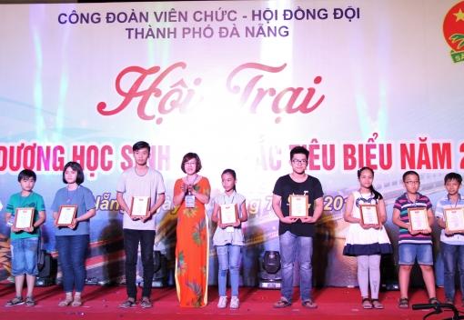 Hội trại tuyên dương con CCVCLĐ năm 2018