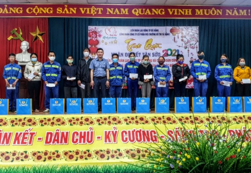 Công đoàn Công ty CP Môi trường Đô thị Đà Nẵng: Trao tặng quà Tết cho công nhân lao động