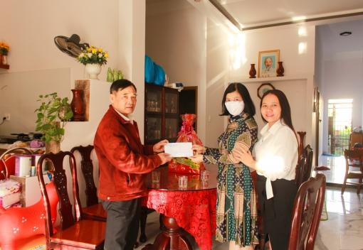 Công đoàn CEP: Thăm, chúc tết Mẹ Việt Nam Anh hùng
