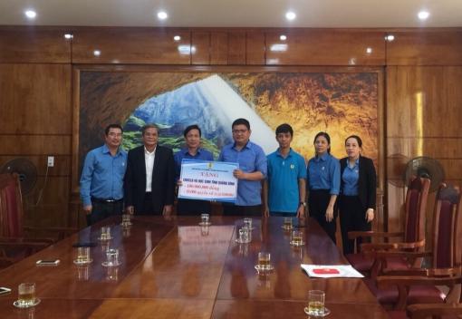 Hỗ trợ gần 560 triệu đồng cho đoàn viên, người lao động các tỉnh miền Trung
