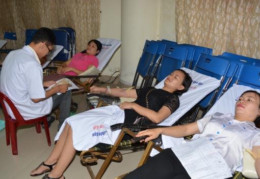 Cán bộ, giáo viên, nhân viên ngành Giáo dục - đào tạo Đà Nẵng tham gia Ngày hội hiến máu tình nguyện năm 2016